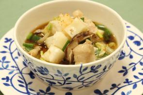マルイチ産商オリジナル商品「長野県産米切り餅」を使って「具だくさんのみぞれ餅スープ」