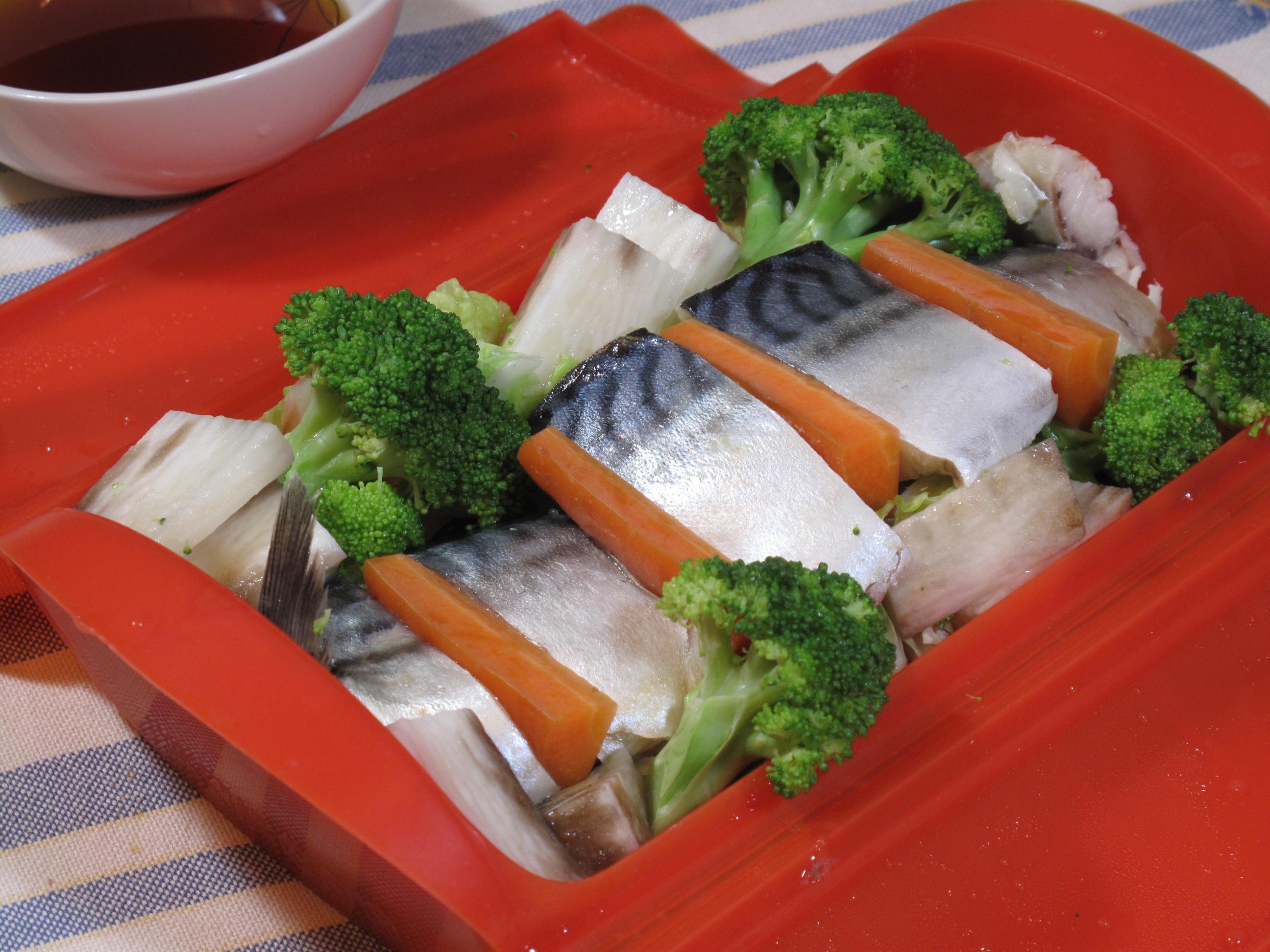 レンジで簡単!塩サバと野菜の酒蒸し