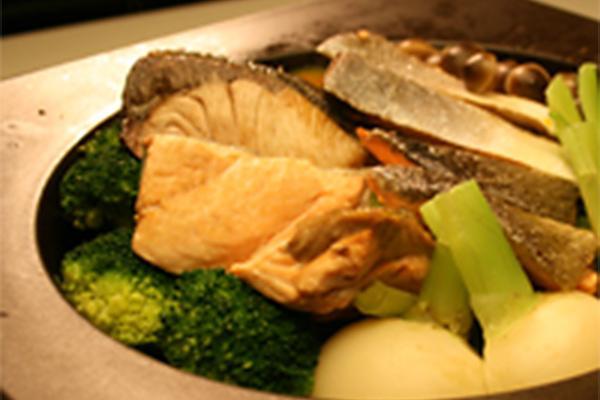 ぶりと鮭のさっぱり蒸し鍋