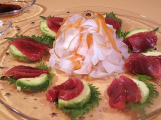 サラダ風の盛り付けで楽しむマグロ