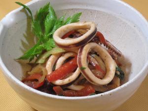 スルメイカとセロリの炒め物